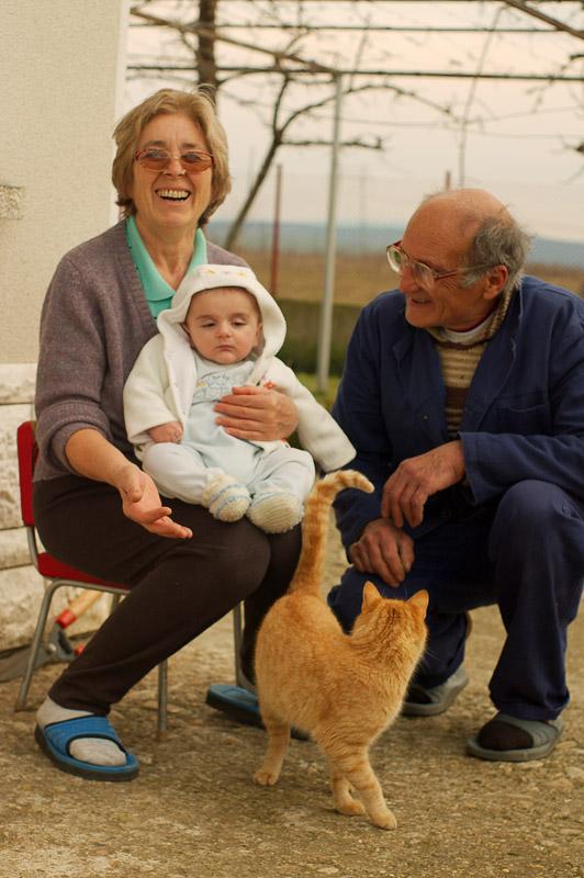 Бори с баба и дядо